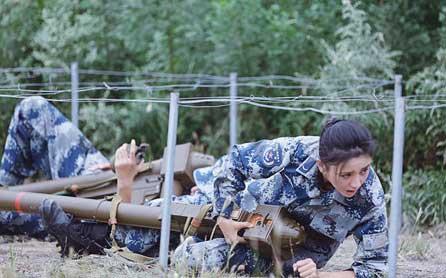 《真男2》佟丽娅成功俯卧撑 进步卓然被夸男