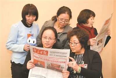 南通代表团党代表会后读报学习江苏党代会精神--人民网江苏频道--人民网