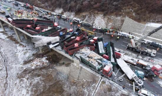 京昆高速山西段多車相撞事故造成17人死亡
