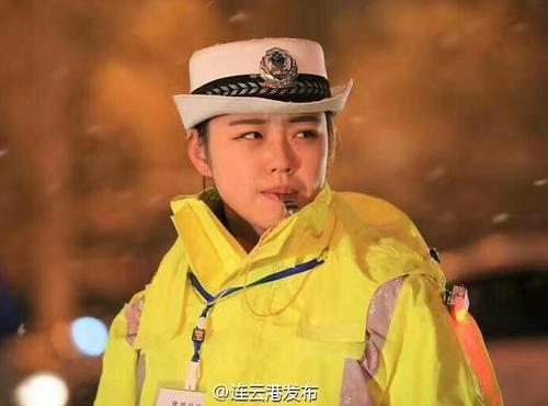 帅气!连云港最岗位交警大雪美女守图片中坚与的兽美女图片