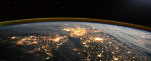英宇航员出书公开罕见地球俯瞰照片