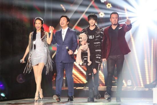 《天籁之战》第七期:杨宗纬加盟 莫文蔚费玉清跳广场舞