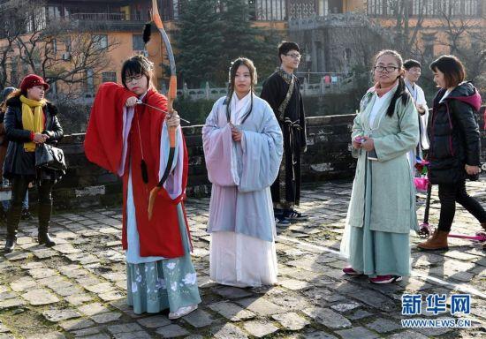 """南京举行""""城墙复古运动会"""""""