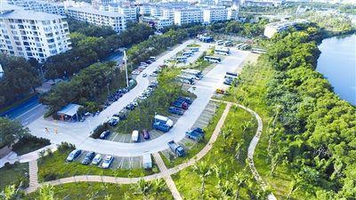 生态停车场绿意盎然图片