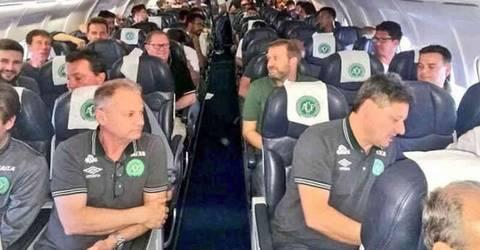 载巴西球员飞机坠毁