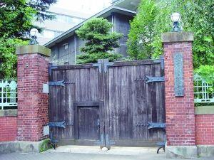 位于日本东京上野公园的东京美术学校旧址,今属东京艺术大学-近代