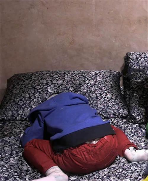 安吉独特的青蛙睡