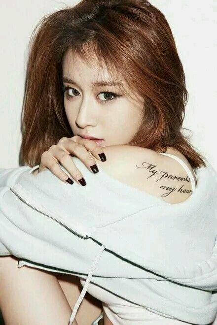 智妍的纹身因为和泫雅很像,还引起过粉丝之间的骂战图片