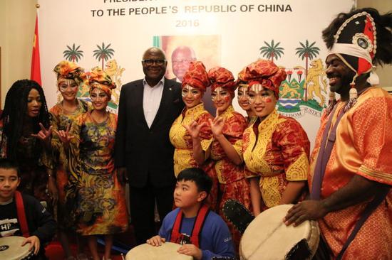 塞拉利昂驻华大使馆举行了盛大科罗马总统访华欢迎宴会
