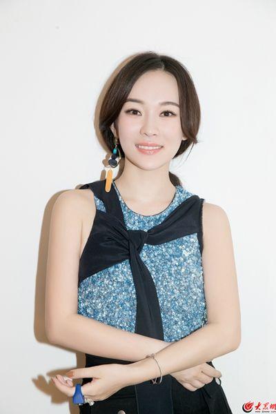 杜江霍思燕最新写真曝光 高颜值夫妇秀完美穿搭