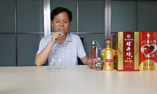 郭湘贵品酒1.jpg