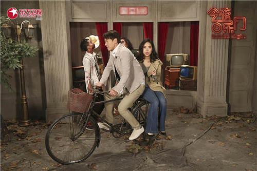 """黎明骑着单车演绎青涩""""爱情故事"""""""