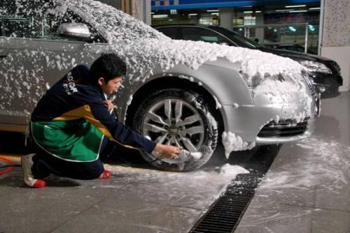 洗车这几个地方要擦干 否则不仅白洗还毁车