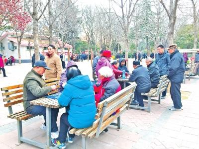 郑州大妈发帖寻陪游引热议 有多少老人和她一样孤单