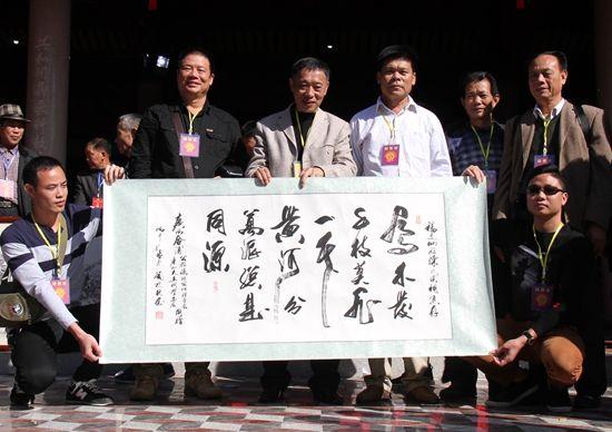 广西北部湾陈氏宗亲会46位代表赴福建寻根祭祖
