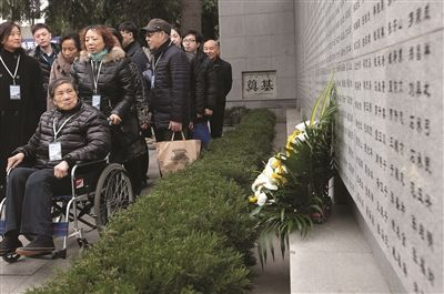 """南京大屠杀""""哭墙""""增刻110个名字"""