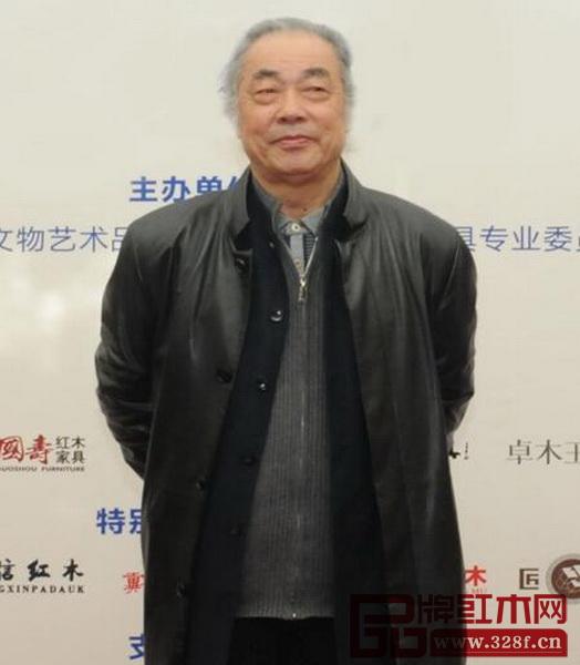 中国红木文化研究院院长、著名明式家具学者、全联艺术红木家具专委会专家顾问濮安国