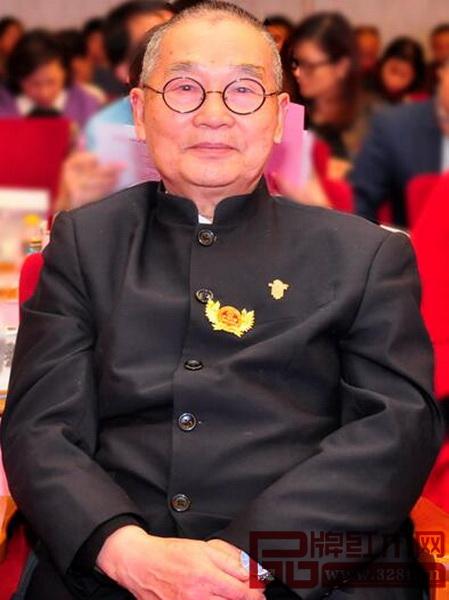 中国高等教育家具设计专业创始人、中南林业科技大学博士生导师、全联艺术红木家具专委会专家顾问胡景初