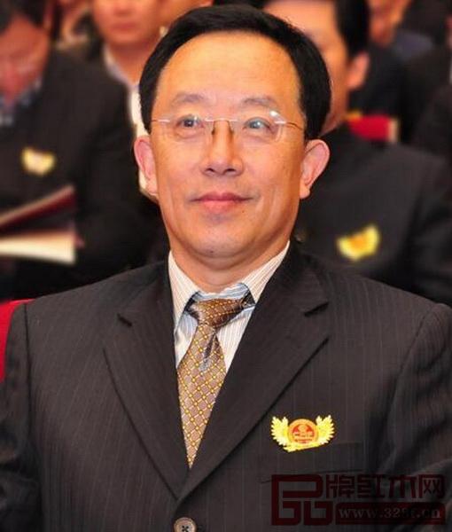 华南农业大学博士生导师、全联艺术红木家具专委会专家顾问李凯夫