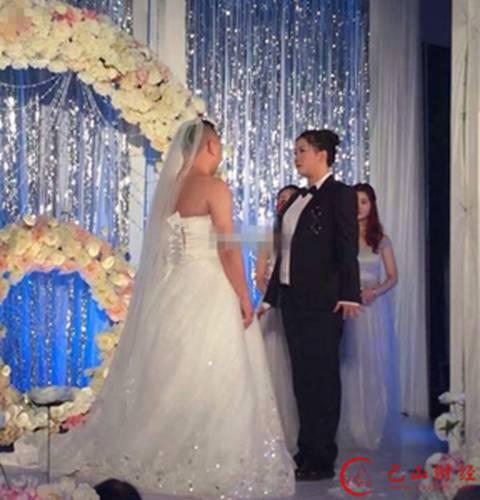 小伙穿婚纱结婚