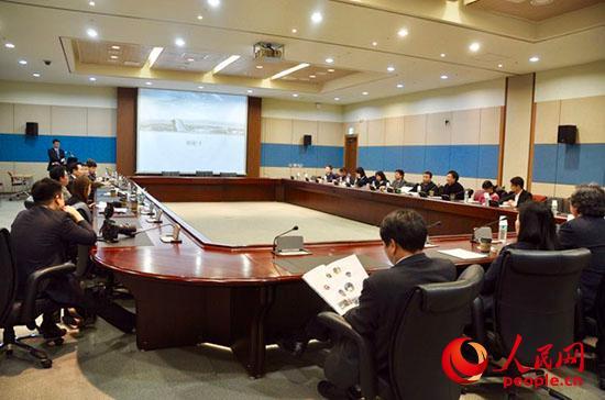 察哈尔学会访韩代表团访问韩国会展中心