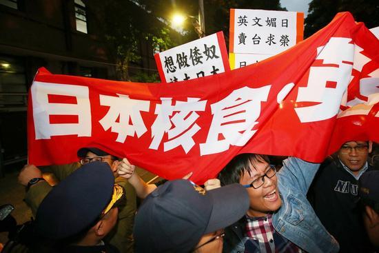 """台媒:民众对蔡当局失去信任 慨叹""""只能靠自救"""""""