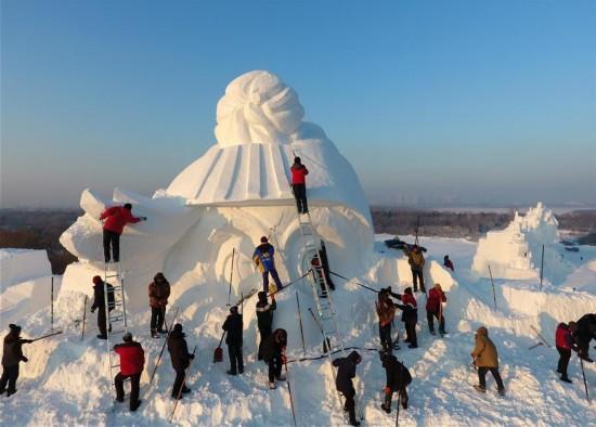 哈尔滨:34米高雪人雕塑开雕(组图)
