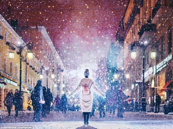 俄摄影师拍寒夜莫斯科似冰雪童话世界