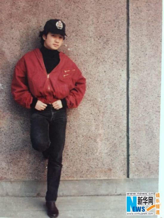 徐峥26年前旧照曝光 一头乌黑秀发