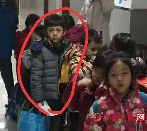 诺一幼儿园照片曝光有点接地气了 从孩子的穿衣能看出刘烨有个勤俭持家的好老婆