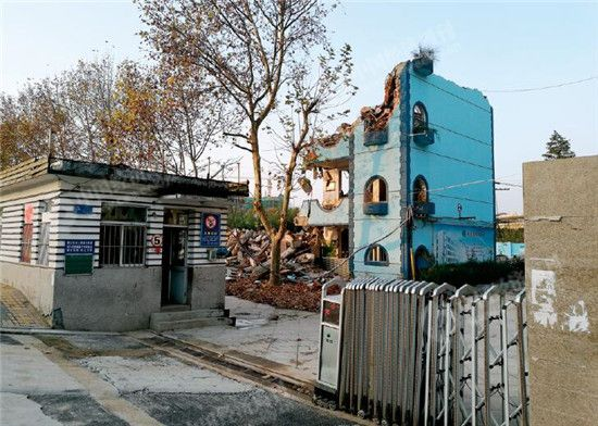 p38-1 正在拆迁中的方兴小学现场。《中国经济周刊》记者刘照普 摄
