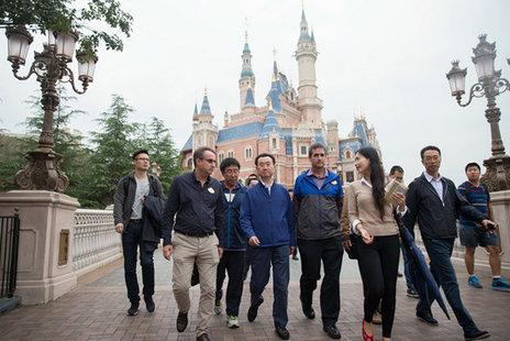 王健林参观迪士尼