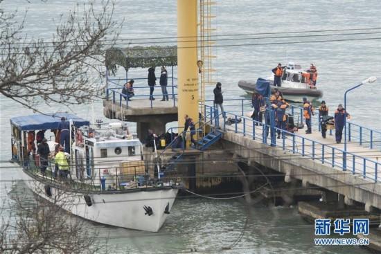 俄图-154飞机坠毁 无人生还 搜救现场曝光