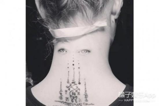 窦靖童的下巴纹身金小妹下唇字母