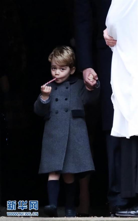 乔治小王子吃糖萌哒哒