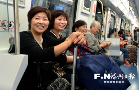 """试乘市民感叹地铁之""""快"""" 出行或可省一半时间"""