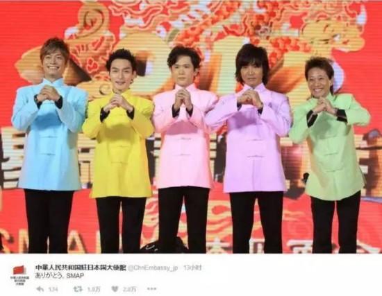 """SMAP, 日本国民偶像团体,由中居正广、木村拓哉、稻垣吾郎、草��刚、香取慎吾五位成员组成。1988年,SMAP作为日本第一大培养男艺人的经纪公司杰尼斯事务 所的旗下艺人结成。在28年的成军生涯中,历经""""偶像冰河期"""",以综艺、电视剧作为突破,开启了偶像团体多栖发展的巅峰之路。SMAP在诸多日本人心中地 位神圣,无论唱片销量,电影票房,综艺主持,抑或日剧收视都创下鲜有超越的骄人成绩,缔造了最辉煌的日本流行文化时代。"""