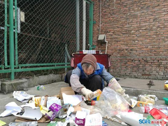 废品手工制作大全 主题宿舍环保