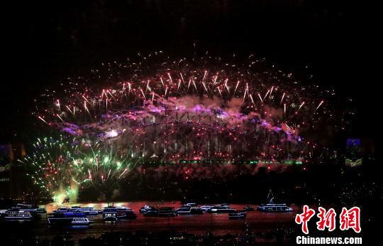 悉尼跨年庆典烟火炫丽绽放现场百万观众目睹盛况(图)