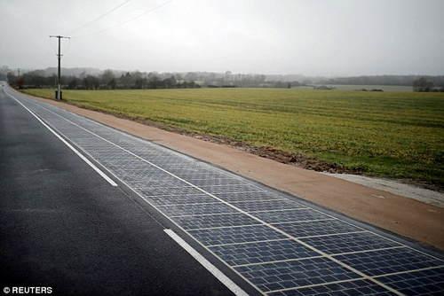 法国建成世界上首条太阳能公路 晚上还能照明