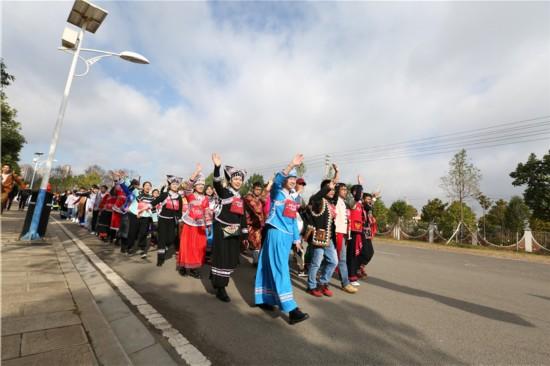 云南民族大学千名师生徒步迎接新年