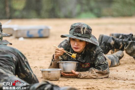 """《真男2》残酷猎人集训 新兵体验别样""""进餐"""""""