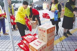 爱心暖椰城 300余名志愿者为400户困难家庭送温暖