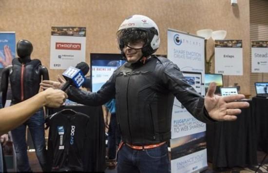 车祸可自动报警 智能安全骑行背心亮相CES