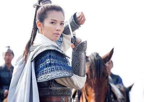 刘涛我认为是最霸气的在琅琊榜里饰演一个男人,刘涛这气质在穿上这衣服英俊潇洒、帅气十足,估计没有人比刘涛在帅的吧!