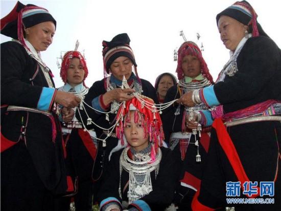 去云南旅行穿衣打扮_民族文化:增强云南旅游发展后劲的\