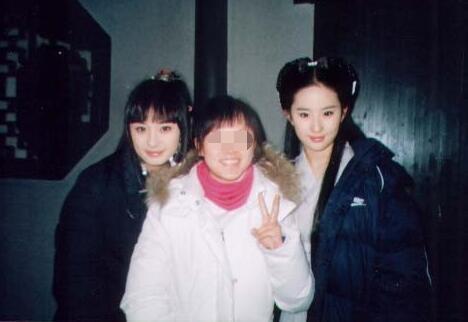 杨幂刘亦菲10年前同框旧照 满脸胶原蛋白美得摄人心魄