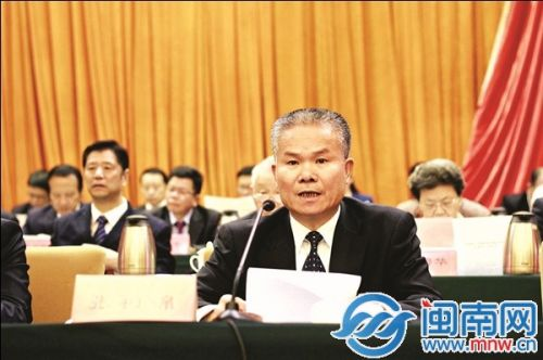 新当选的漳州市政协主席张祯锦发表讲话