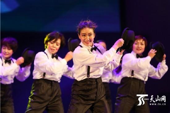新疆巴里坤县举办广场舞大赛点燃冬日激情(组图)