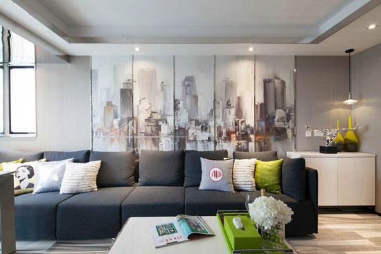 沙发背景墙是油画城市印象画,这样的设计运用的非常巧妙.图片